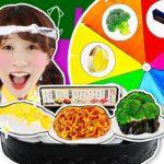 「趣味教育」幸運轉盤美食挑戰!在家也可以自己做著吃的迴轉壽司!DIY CONVEYOR BELT SUSHI 小伶玩具 | Xiaoling toy